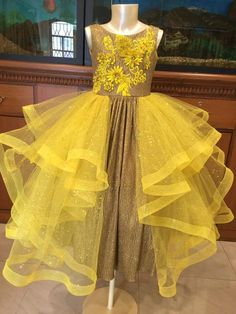 Pagent Dresses For Girls, Baby Girl Party Dresses, Stylish Dresses For Girls, Little Girl Dresses, Kids Dress Wear, Kids Gown, Baby Frocks Designs, Kids Frocks Design, Toddler Fashion