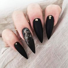 18 Pointy Nails Designs You Can't Resist To Copy ★ Matte Nails Designs for Casual Look Picture 3 ★ See more: http://glaminati.com/pointy-nails/ #pontynails #pointynaildesigns