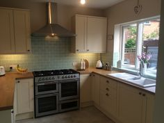 Our new kitchen :-) Howdens Greenwich shaker cream and Laura Ashley Eau De Nil wall tiles Kitchen Tiles Design, Kitchen Wall Tiles, Kitchen Nook, New Kitchen, Kitchen Dining, Kitchen Decor, Kitchen Ideas, Petite Kitchen, Laura Ashley
