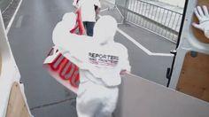 """Le 3 mai 2011 à l'occasion de la journée internationale de la liberté de la presse, Reporters Sans frontières a mené une opération """"coup de poing"""" devant l'ambassade de Syrie, à Paris.  Reporters Sans Frontières fr.rsf.org   Un film de Frederic Louot  Images : Pierre Dejon et Frederic Louot  Montage : Mickael Bozo  Son : Michel Adamik  Production OAOFB   Mai 2011"""
