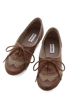 Studious Style Flat in Brown. You cant help but feel more scholarly when youre sporting these lace-up houndstooth flats! #brown #modcloth