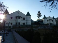 Hotel Savoy (Mussoorie).  They say a dead body was found in this hotel in mysterious conditions in 1910. Since then, the residents have reported spirit of that dead lady wandering in the hotel corridors and aisles.