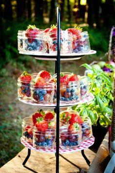 Ideas Fruit Cups For Party Bridal Showers High Tea For 2019 Aperitivos Finger Food, Café Chocolate, Wedding Cake Alternatives, Healthy Birthday Cake Alternatives, Snacks Für Party, Fruit Party, Tea Party Desserts, Party Drinks, Tea Party Foods
