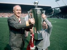 Bill Shankly Manager of Liverpool Football Club receiving the Bells Manager of The Year awardmsi Liverpool Fc Managers, Liverpool Football Club, Football Team, Bob Paisley, Bill Shankly, European Soccer, You'll Never Walk Alone, Chelsea Fc, Tottenham Hotspur