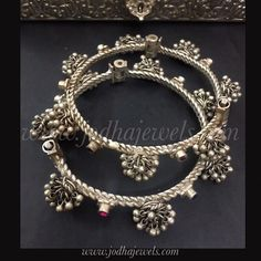See our Anklets - Ladies from a wonderful assortment at Jewellery. Bridal Bangles, Silver Bangles, Silver Earrings, Silver Jewellery Indian, Silver Jewelry, 925 Silver, Silver Ring, Silver Anklets Designs, Anklet Designs