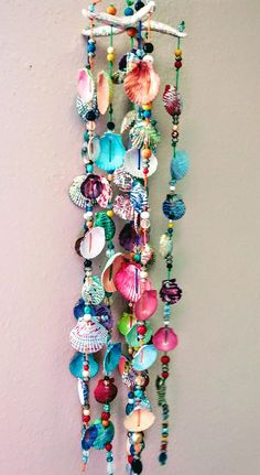Sea star wind chimes made up of shells and beads. Seashell Painting, Seashell Art, Seashell Crafts, Beach Crafts, Diy Home Crafts, Fun Crafts, Arts And Crafts, Seashell Wind Chimes, Diy Wind Chimes