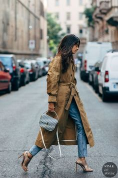 Milan Fashion Week Street Style Just Landed — and We Are Here For All the Outfit Inspo Milan Fashion Week Street Style, Looks Street Style, Spring Street Style, Street Chic, Paris Street, Style Outfits, Komplette Outfits, Jean Outfits, Casual Outfits