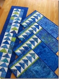 Quick And Easy Quilting Patterns Flying Geese 19 Ideas Table Runner And Placemats, Table Runner Pattern, Quilted Table Runners, Quilt Placemats, Blue Placemats, Easy Quilts, Small Quilts, Mini Quilts, Quilted Placemat Patterns