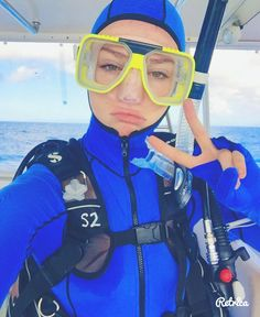 Who needs a Kylie Jenner lip kit when you got a Scuba mask? #juicy #lips #kyliejenner #dive #greatbarrierreef #australia #scuba #blue by hc_____________ http://ift.tt/1UokkV2