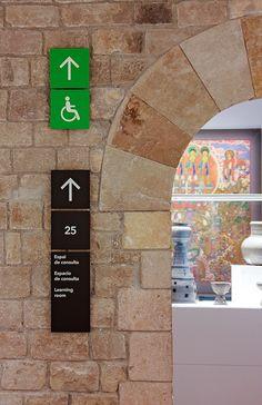 Proyecto de señalización del Museu de Cultures del Món de Barcelona. Ajuntament de Barcelona.