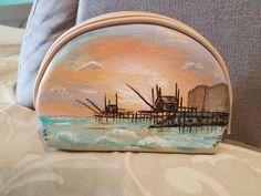 Borsello pochette ecopelle dipinto a mano paesaggio hand painted pochette landscape