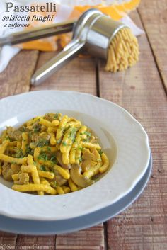 Passat elli con funghi salsiccia e zafferano Italian Menu, Italian Pasta, Italian Recipes, Italian Dishes, Tortellini, Wine Recipes, Pasta Recipes, Italian Main Courses, Homemade Pasta