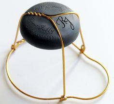 Et si la Champagne économisait 107 000 km de fil pour la conception de ses muselets ?  http://www.terredevins.com/la-maison-rene-jolly-reinvente-le-bouchon-de-champagne/