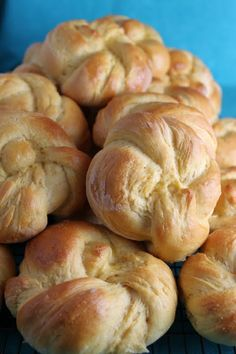 Sweet Potato Sandwich Rolls -These delicious rolls filled with yummy sweet potatoes, freeze very well. They also make fabulous dinner rolls. Sweet Potato Rolls, Potato Sandwich, Bread Recipes, Cooking Recipes, Sandwiches, Bread Rolls, Rolls Rolls, Muffins, Dinner Rolls