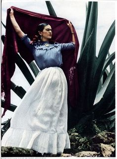 Painter Frida Kahlo was a Mexican artist who was married to Diego Rivera and is still admired as a feminist icon. Diego Rivera, Frida E Diego, Frida Art, Natalie Clifford Barney, Fall Inspiration, Foto Portrait, Portrait Photography, Mexican Artists, Bear Art