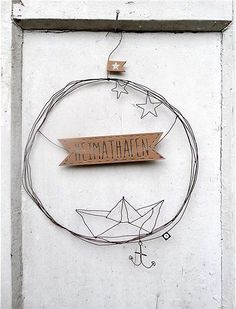 Türkranz von Good old friends The beautiful door wreaths from Good old Friends are made of wire, made by hand, and welcome friends and family. Old Best Friends, Diy Gifts For Friends, Diy Crafts To Do, Wire Crafts, Art Fil, Deco Marine, Serpentina, Creation Deco, Wire Art