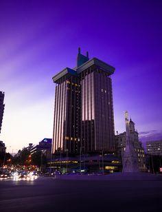 Edificio de la Mutual Madrileña - Madrid by Larry Laurex, via Flickr