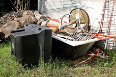 If you've only got a pile or two of junk, you don't need much help to get rid of it. However, when you have too much rubbish to handle or need cleaning done immediately, you need to call expert junk removal services. Junk Removal Service, Removal Services, Rubbish Removal, Hazardous Waste, Professional Cleaners, Spring Cleaning, Home Renovation, Clean House