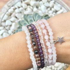 Pulseras de piedras perfectas para regalar en Navidad amigo invisible... disponibles en mi tienda  link en la bio