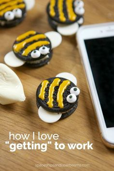 Cute Party Food Ideas: Bee Oreos, Kids Will Love These Adorable Treats! Source : @spaceshipslb #foodart #fooddesign #trukid
