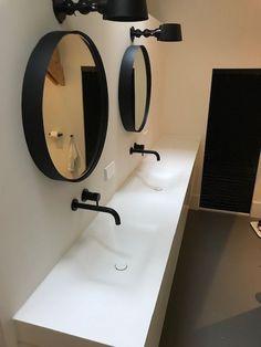 Tiz Design - Solid Surface, Hi-Macs en Corian Wastafels en Badmeubels. - - Tiz Design - Solid Surface, Hi-Macs en Corian Wastafels en Badmeubels. Bathroom Bench, Laundry In Bathroom, Bad Inspiration, Bathroom Inspiration, Bathroom Styling, Bathroom Interior Design, Timber Vanity, Bad Styling, Home Remodeling Diy