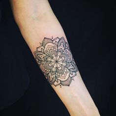 Today on the beautiful Carmen. #tattoo #tattooart #mandala #mandalatattoo #mandalaart #mehndi #mehnditattoo #blacktattoo #blackndark #blackworkerssubmission #blacktattooart #onlyblackart #instaart #iblackwork #domholmestattoo #theblacklotusstudio