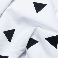 #CarlijnQ #babydekentje - #ledikantdeken - #Triangle - #monochrome #blackandwhite #organickids #kidsroom #nursery #monochromekids #blanket #littlethingz2