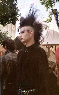 90s goths 80s Goth, Goth Glam, Punk Goth, Dark Fashion, Gothic Fashion, Goth Look, Goth Style, Goth Subculture, Gothic Hairstyles