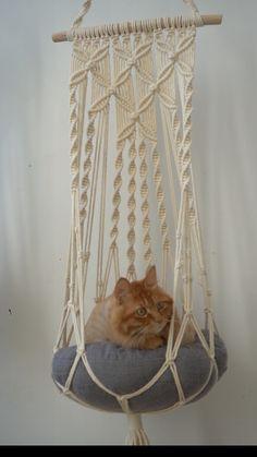 Cat Wall Furniture, Cat Hammock, Diy Resin Art, Macrame Plant Hangers, Macrame Design, Macrame Projects, Macrame Knots, Macrame Patterns, Tricks