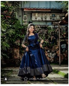 Indian Bridesmaid Dresses, Indian Gowns Dresses, Indian Bridal Outfits, Indian Fashion Dresses, Indian Designer Outfits, Designer Anarkali Dresses, Designer Party Wear Dresses, Kurti Designs Party Wear, Long Dress Design