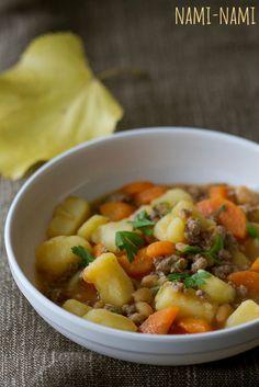 Jaheda ilma õhtusöök köögiviljade, baked beans oakonservi ning veisehakklihaga.