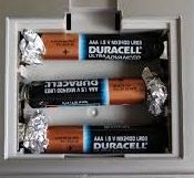 Aluminum Foil Hacks: All the Ways That This Foil Can Change Your Life - Page 3 of 78 Battery Hacks, Life Hacks, Life Tips, Rechargeable Battery Charger, La Pile, Tips & Tricks, Lead Acid Battery, Pole Dancing, Things To Know