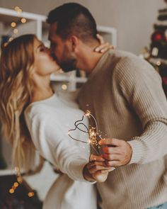 Cute Couples Photos, Cute Couples Goals, Romantic Couples, Couple Pictures, Family Christmas Pictures, Couple Photography Poses, Winter Photos, Couple Posing, Ideas