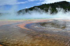 Велике призматичне джерело. Єллоустонський національний парк. Вайомінг. США (Grand Prismatic Spring. Yellowstone National Park, Wyoming)