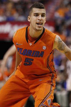 Scottie Wilbekin. Florida Gators Basketball, College Basketball, Basketball Players, Florida Girl, Scottie, Man Candy, Smiley, Baddies, Sports