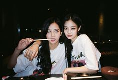 Image discovered by Gvanca. Find images and videos about blackpink, jisoo and jennie on We Heart It - the app to get lost in what you love. Blackpink Jisoo, Kim Jennie, Forever Young, Bts And Twice, Girls Generation, South Korean Girls, Korean Girl Groups, Blackpink Youtube, Square Two