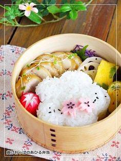 Twitter from @ahirusanobentou 鶏チャーシュー弁当。三つ葉の玉子焼き、蓮根のガーリックソテーなど。 #obentoart