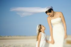 Don't Let Your Mom Ruin Your Wedding http://www.candycakeweddings.com/blogs/news/13813317-dont-let-your-mom-ruin-your-wedding