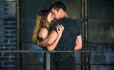 Tobias Eaton (Theo James) and Tris Prior (Shailene Woodley) in Divergent- The kiss scene. Divergent Tris, Tris E Tobias, Divergent Facts, Tfios, Divergent Quotes, Insurgent Quotes, Divergent 2014, Divergent Fanfiction, Theo James