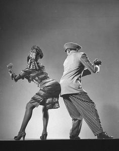 Lindy Hop is the original swing dance from the and it has enjoyed a healthy life ever since Lindy Hop, Lets Dance, Shall We Dance, Swing Dancing, Tango, Bailar Swing, Gjon Mili, Cultural Dance, Vintage Dance