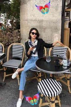 15 French Style Influencers Who Nail the Effortless Parisian Look<br> French Style Homes, French Girl Style, French Girls, French Chic, French Country Style, Dress Like A Parisian, Parisian Chic Style, Jeanne Damas, Streetwear