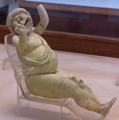 Actor còmic    Faience actor wearing the mask of a comic slave (3rd century BC), Graeco-Roman Museum, Alexandria, Egypt.
