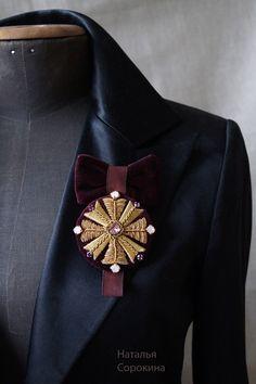 Брошь-орден Couture Embroidery, Gold Embroidery, Brooches Handmade, Handmade Jewelry, Jewelry Accessories, Women Jewelry, Ribbon Jewelry, Lesage, Gold Work