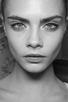 What's more #glamorous than a fresh face? Loving this au naturale look!