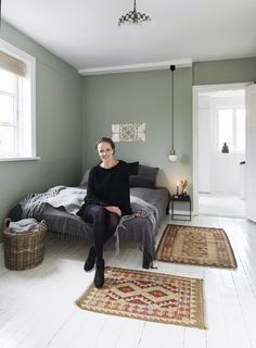 Olive Green Bedrooms, Bedroom Green, Home Bedroom, Bedroom Decor, Room Colors, Wall Colors, Living Room Designs, Living Room Decor, Colour Architecture