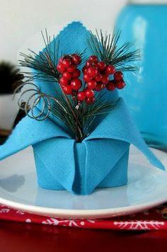 krone-servietten aus stoffservietten falten und weihnachtlich dekorieren für festliche tischdeko