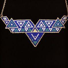 Collier plastron tissé en perles miyuki en bricks stitch, bleu, turquoise, argent monté sur chaîne argentée - triangles