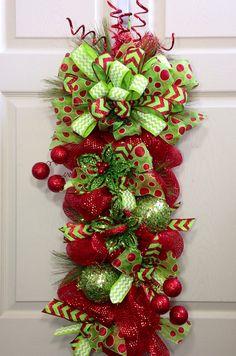 Navidad malla Swag por WilliamsFloral en Etsy                                                                                                                                                                                 Más