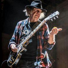 Neil Young Music Pics, Music Love, Music Stuff, Rock Music, Neil Young, Rock Roll, Europa Tour, Crosby Stills & Nash, Famous Guitars