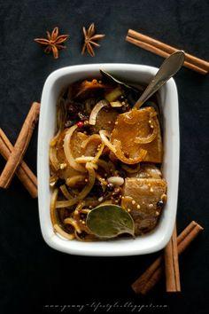Yummy Lifestyle - Z uwielbienia dla jedzenia.: Śledzie korzenne z olejem rzepakowym.